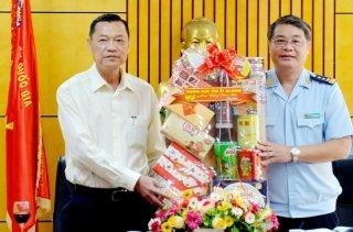 Phó Bí thư Thường trực Tỉnh ủy Võ Anh Kiệt chúc Tết lực lượng vũ trang đóng quân trên địa bàn huyện An Phú
