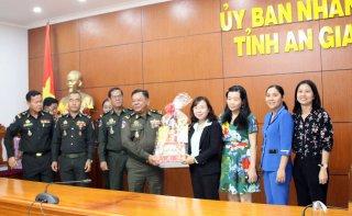 Bộ Tư lệnh QK.3 - Vương quốc Campuchia chúc Tết tỉnh An Giang