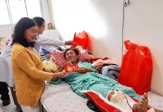 An Giang trao 200 phần quà hỗ trợ bệnh nhân nghèo ngày xuân
