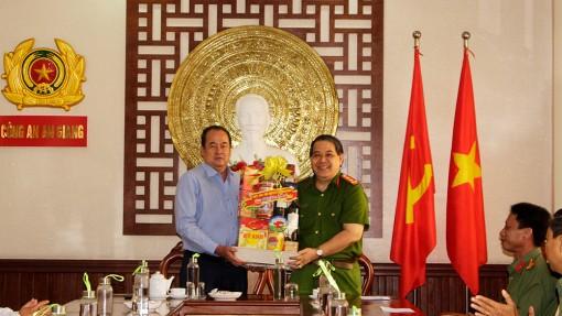 Chủ tịch UBND tỉnh An Giang Nguyễn Thanh Bình thăm, chúc Tết lực lượng công an