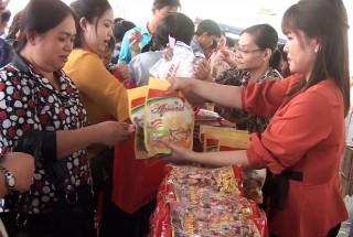 Hơn 300 triệu đồng cho công đoàn viên, người lao động tại phiên chợ mừng Đảng - mừng Xuân huyện Chợ Mới