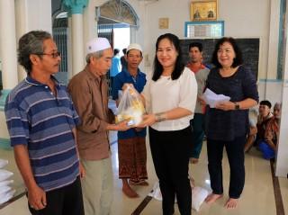 Hỗ trợ đồng bào dân tộc thiểu số Chăm nghèo đón Tết