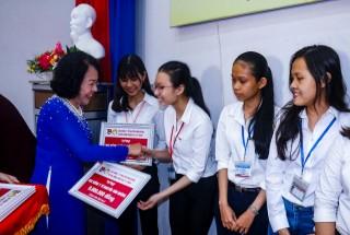 Trao học bổng Y tế Nguyễn Văn Hưởng và Khoa học kỹ thuật năm học 2019 - 2020