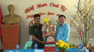 Lãnh đạo huyện Phú Tân chúc Tết Đồn Biên phòng Cửa khẩu Phú Hội và Vĩnh Hội Đông