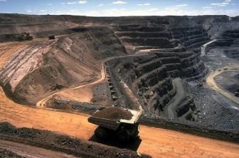 Tiêu thụ tài nguyên toàn cầu lần đầu tiên đạt 100 tỷ tấn/năm