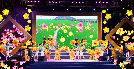 Chương trình nghệ thuật đặc biệt và bắn pháo hoa đón giao thừa Xuân Canh Tý năm 2020 diễn ra từ 19 giờ 30 phút đến 22 giờ 30 phút, ngày 24-1