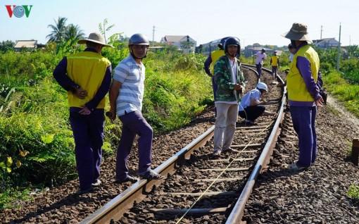 Tàu lửa trật đường ray, đường sắt Bắc Nam tê liệt