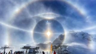 """Khoảnh khắc hiếm gặp: Quầng băng """"lạ"""" sáng rực rỡ quanh Mặt Trời"""