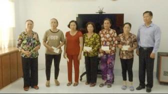 Phó Chủ tịch UBND tỉnh An Giang Trần Anh Thư thăm, chúc Tết 15 hộ dân  khu vực sạt lở xã Bình Mỹ