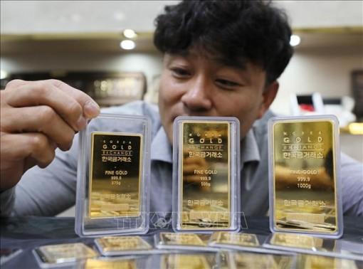 Giá vàng châu Á giảm trước thời điểm ECB công bố chính sách tiền tệ