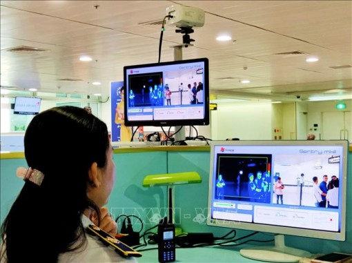 Bệnh viện Đà Nẵng cách ly 12 người bị sốt, trong đó có 4 người Việt Nam