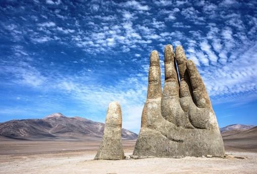 Kỳ lạ, Bàn tay mọc lên giữa sa mạc ở Chile và ý nghĩa nhân văn của nó