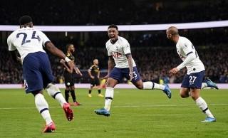 Tân binh mùa Đông lập siêu phẩm, Jose Mourinho hạ gục 10 người của Pep Guardiola