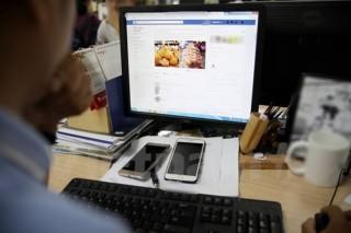 Người tiêu dùng lựa chọn mua hàng trực tuyến, thanh toán online