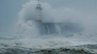 Siêu bão Ciara tấn công nhiều nước châu Âu