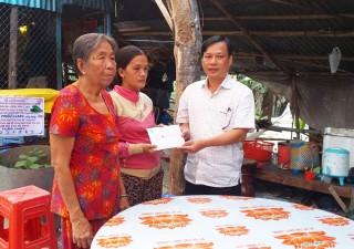 Liên đoàn Lao động tỉnh An Giang hỗ trợ công nhân có hoàn cảnh đặc biệt khó khăn