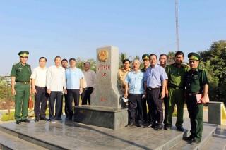 Phó Chủ tịch UBND tỉnh An Giang Lê Văn Nưng thị sát tình hình chống buôn lậu  trên tuyến biên giới