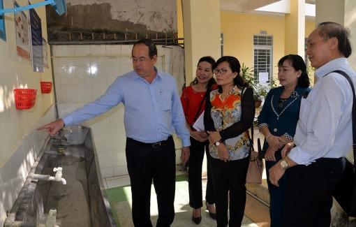 Chủ tịch UBND tỉnh An Giang Nguyễn Thanh Bình  kiểm tra công tác phòng, chống dịch bệnh viêm đường hô hấp cấp do chủng mới của virus Corona (Covid-19)