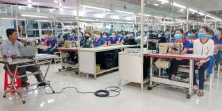 Hơn 300 cán bộ, công nhân lao động huyện Phú Tân được truyền thông về dịch bệnh Covid-19
