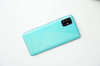 4 smartphone có màu sắc 'độc lạ', tặng Valentine đảm bảo nửa kia sẽ thích