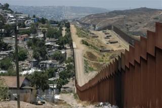 Lầu Năm Góc chi thêm gần 4 tỷ USD xây bức tường biên giới