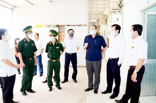 Chủ tịch UBND tỉnh An Giang Nguyễn Thanh Bình kiểm tra công tác phòng, chống dịch bệnh Covid-19 ở các huyện biên giới
