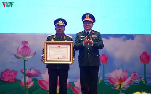 Trao tặng huân chương Nhà nước cho lãnh đạo quân đội Việt-Lào