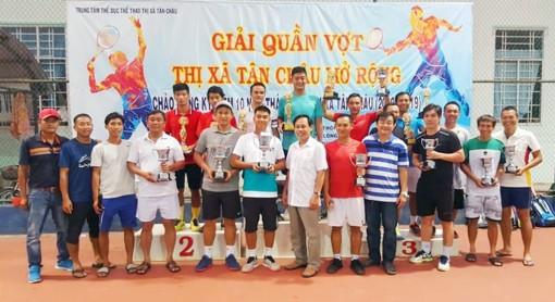 Xây dựng phong trào quần vợt ở thị xã vùng biên