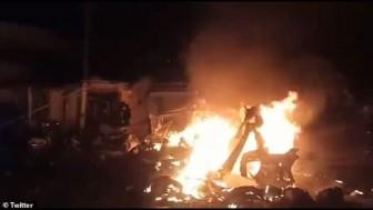 Nổ xe buýt trên đường cao tốc ở Colombia, hơn 20 người thương vong