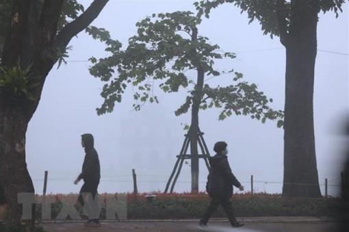 Thủ đô Hà Nội sáng sớm có sương mù, trưa chiều hửng nắng