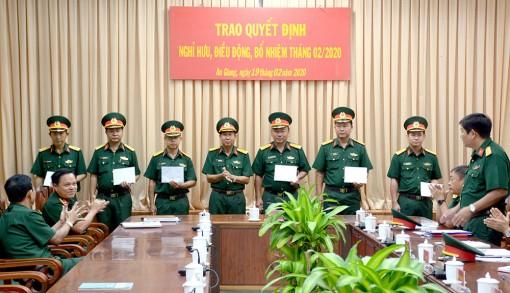 Bộ Chỉ huy Quân sự tỉnh công bố và trao quyết định của Tư lệnh Quân khu 9 về việc điều động, bổ nhiệm cán bộ