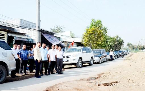 Phó Chủ tịch UBND tỉnh An Giang Lê Văn Nưng kiểm tra tiến độ thi công các công trình giao thông trọng điểm
