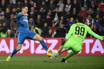 """Ronaldo gia nhập """"CLB 1000"""", lập hàng loạt kỷ lục"""