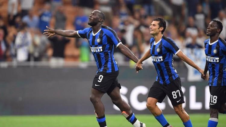 Một cầu thủ dương tính với SARS-CoV-2, hoãn ba trận đấu ở Serie A