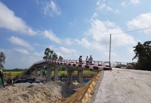 16 cây cầu nối trọn nghĩa tình