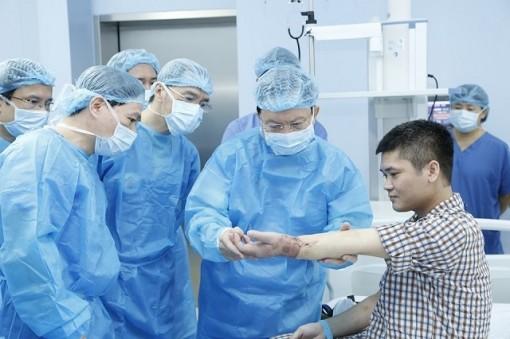 Việt Nam ghép chi thể lấy từ người cho sống lần đầu tiên trên thế giới