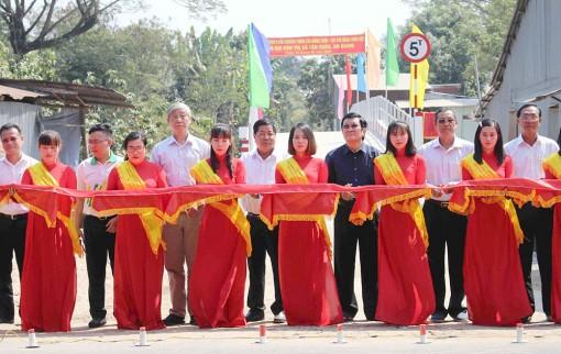 Nguyên Chủ tịch nước Trương Tấn Sang dự lễ khánh thành 9 cây cầu nông thôn ở TX. Tân Châu