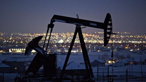 Giá dầu thế giới đi xuống do lo ngại về nhu cầu sụt giảm