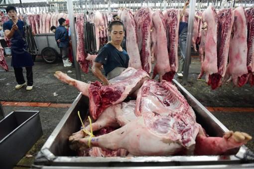 Giá heo hơi hôm nay 28-2: Nghịch lý lợn hơi giảm, chợ vẫn bán giá cao