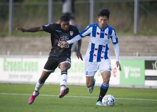 Văn Hậu chấn thương trong trận đấu của Jong Heerenveen