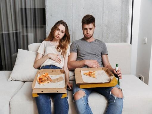 Phải làm gì khi bạn đã lỡ ăn quá nhiều?