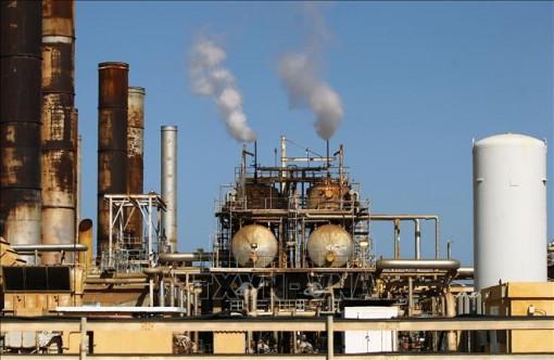 Giá dầu mỏ và vàng thế giới giảm mạnh do ảnh hưởng của dịch COVID-19