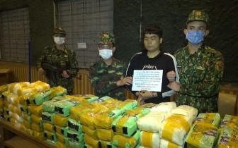 Bắt đối tượng vận chuyển 246kg ma túy đá