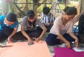 Phụ nữ huyện Châu Phú may 10.000 khẩu trang vải phát miễn phí