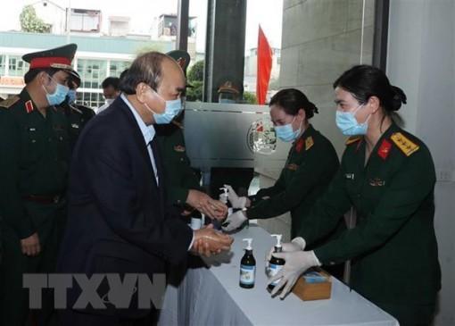 Thủ tướng: Lực lượng Quân đội quên mình chăm sóc người được cách ly