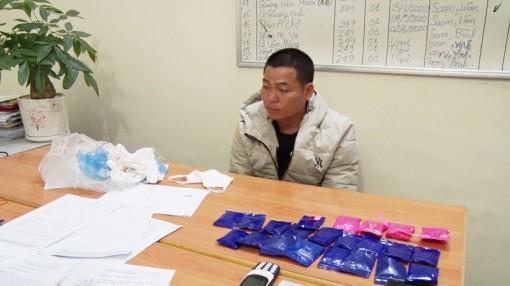 Bắt 2 đối tượng mua bán trái phép hơn 4.300 viên ma túy tổng hợp