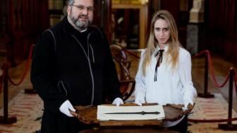 Bí ẩn kiếm cổ 5.000 năm tuổi được tìm thấy trong tu viện ở Italy