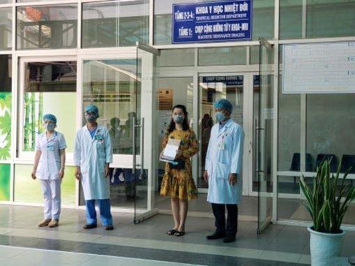 Đà Nẵng vừa cho 3 bệnh nhân COVID-19 xuất viện
