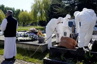 COVID-19 thay đổi phong tục tổ chức tang lễ tại nhiều quốc gia
