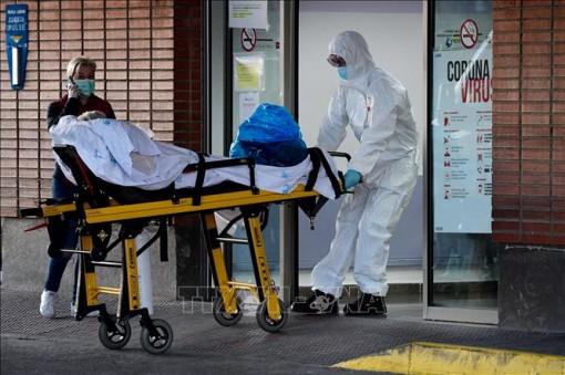 Tốc độ lây lan của dịch COVID-19 có dấu hiệu chậm lại tại Tây Ban Nha và Italy